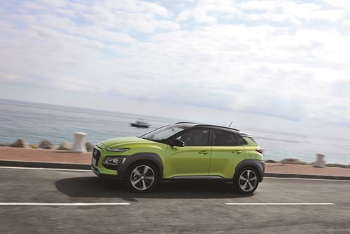 Hyundai Kona - Ext Side - Driving